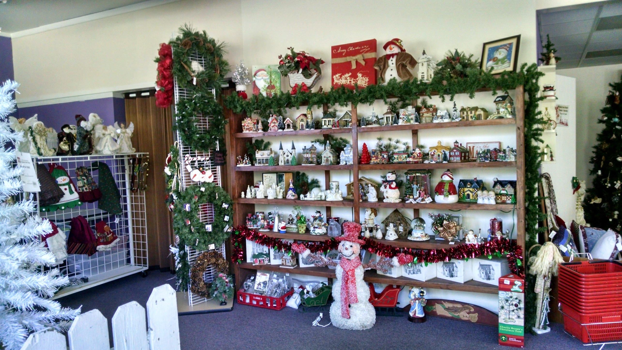 Holiday store home decor community thrift shop for Christmas home decor stores